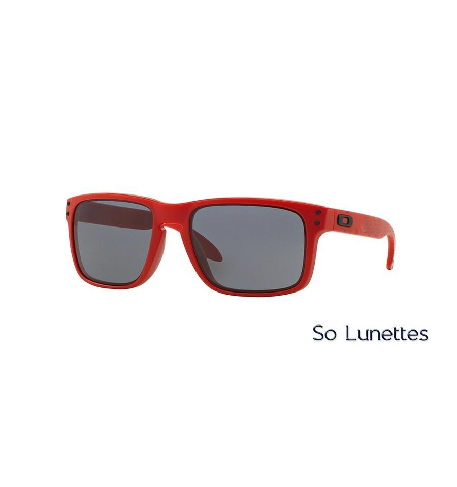 lunettes de soleil oakley homme holbrook oo9102 910283 monture rouge verres grises. Black Bedroom Furniture Sets. Home Design Ideas